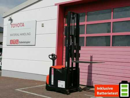 Pallet Stackers Toyota SWE120S
