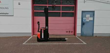 Pallet Stackers Toyota SWE120