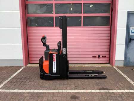 Pallet Stackers Toyota SWE120L