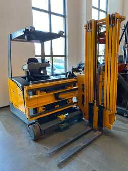 Articulated Trucks / VNA Jungheinrich EFX 410