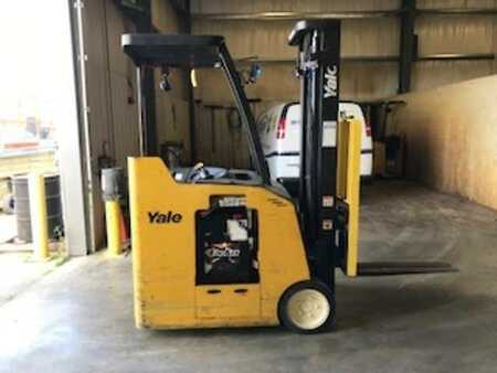 Stackers stand-on Yale ESC030
