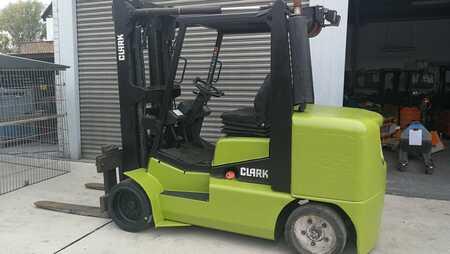 Erikoistrukki Clark CDC 70