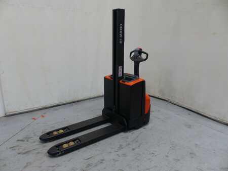 Stacker pedestre BT SWE080L