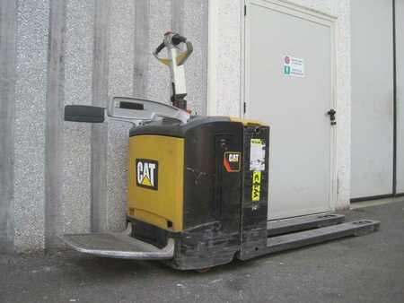 Lavtløftende truck med sete CAT Lift Trucks NPVR20N